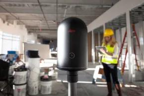 Escáner láser 3D en fucnionamiento para la toma de datos de una nube de puntos.